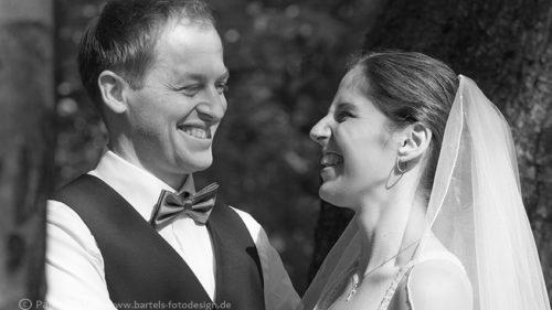 Hochzeitsfotos natürlich natürlich lebendig